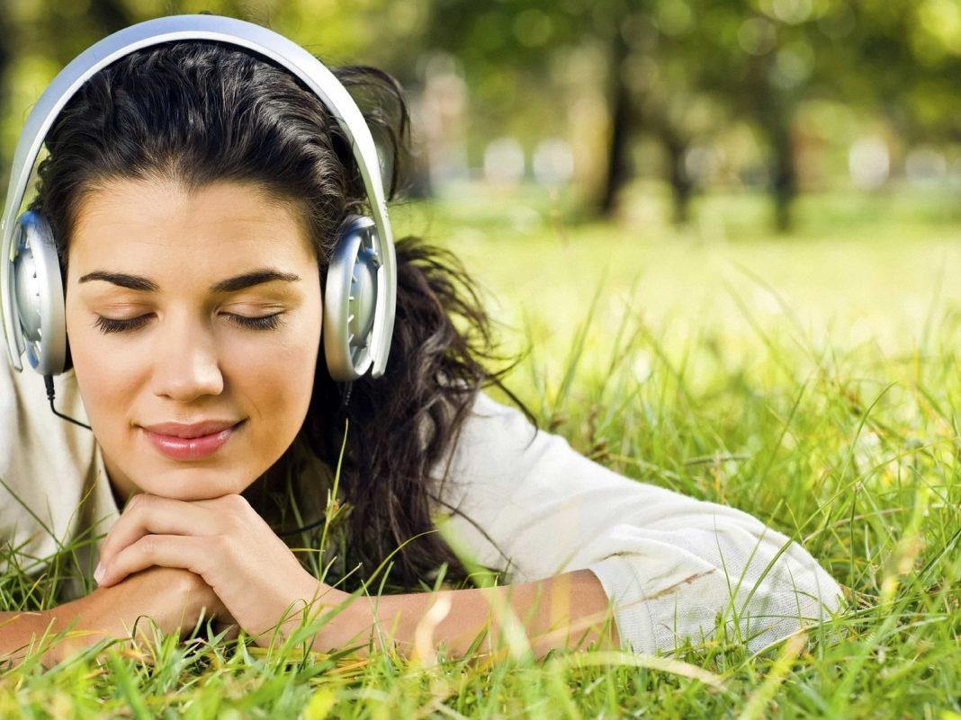 День грусти под любимые песни